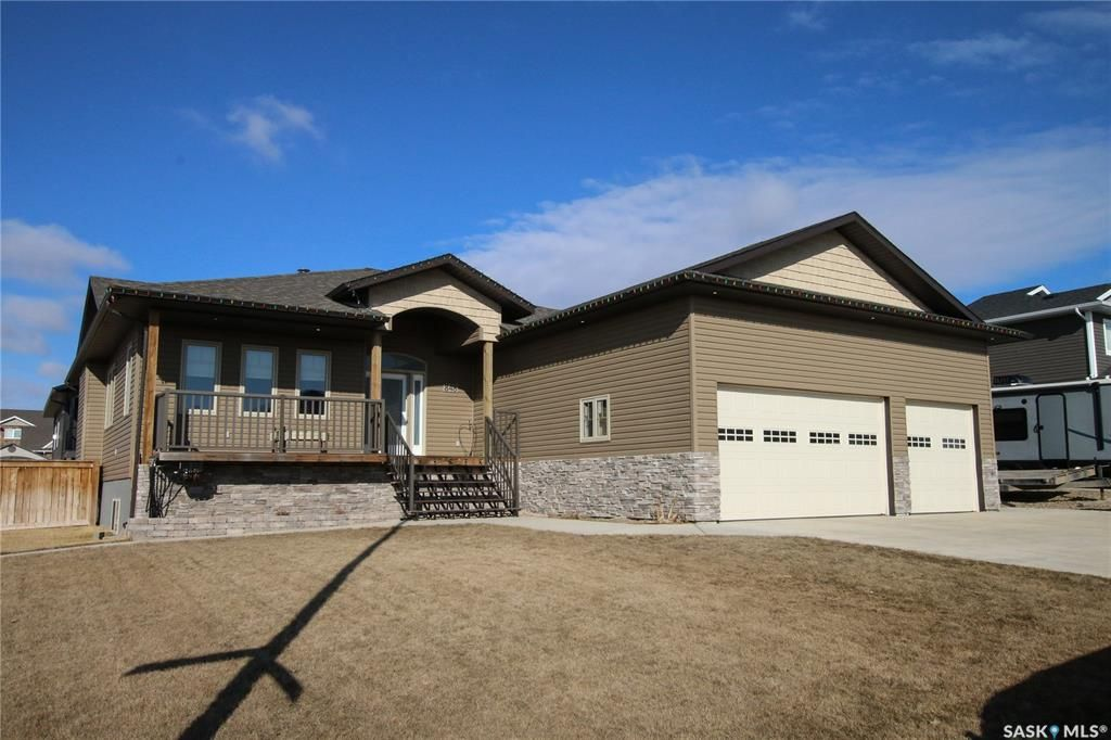 Main Photo: 848 Colonel Otter Drive in Swift Current: Highland Residential for sale : MLS®# SK764281