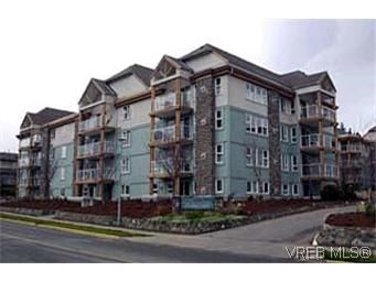 Main Photo: 103 494 Marsett Pl in VICTORIA: SW Royal Oak Condo for sale (Saanich West)  : MLS®# 303538