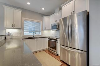 Photo 5: 1215 Bombardier Cres in Langford: La Westhills House for sale : MLS®# 817906