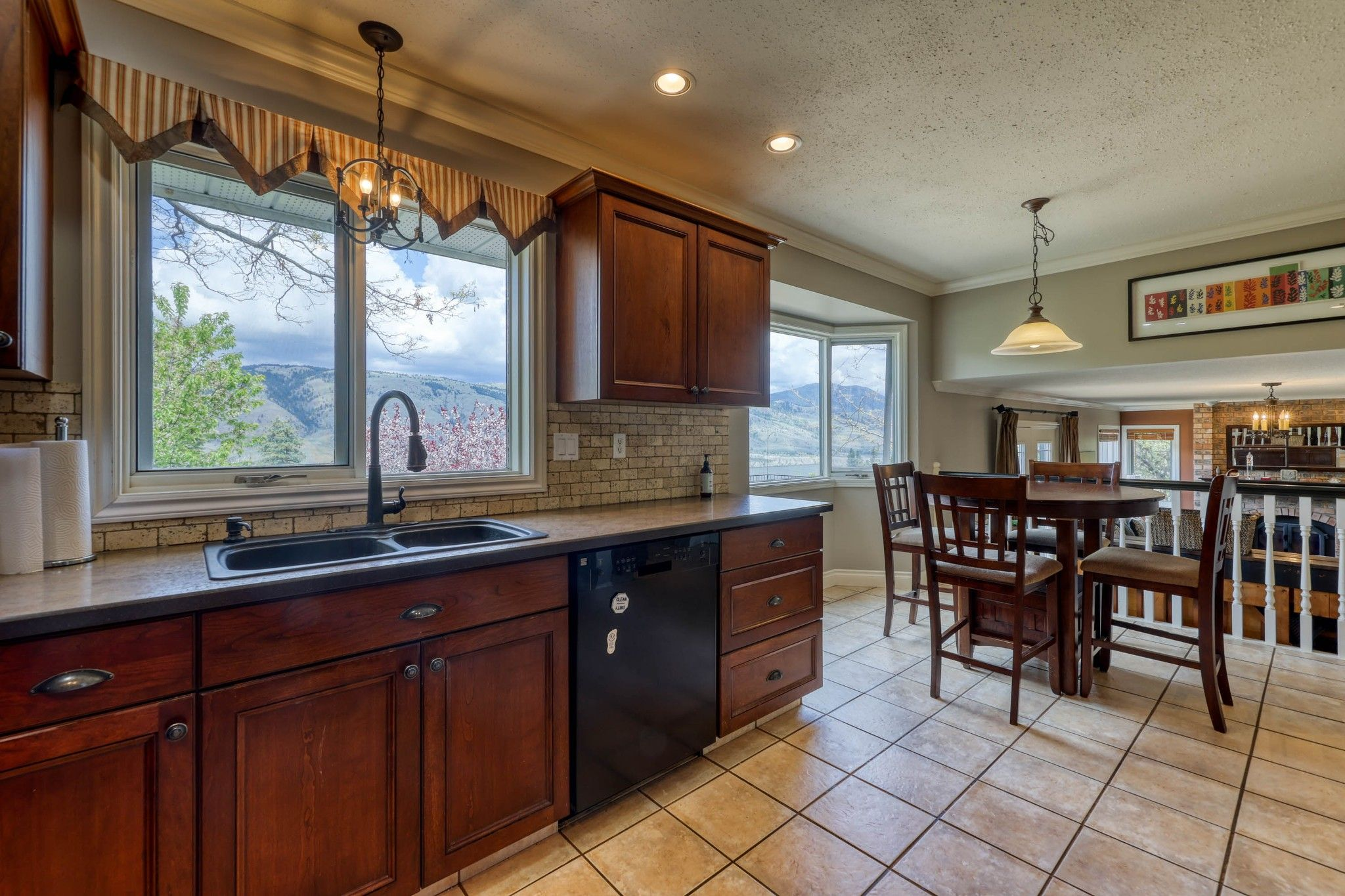 Photo 12: Photos: 2816 Capilano Drive in Kamloops: Juniper Heights House for sale : MLS®# 162002