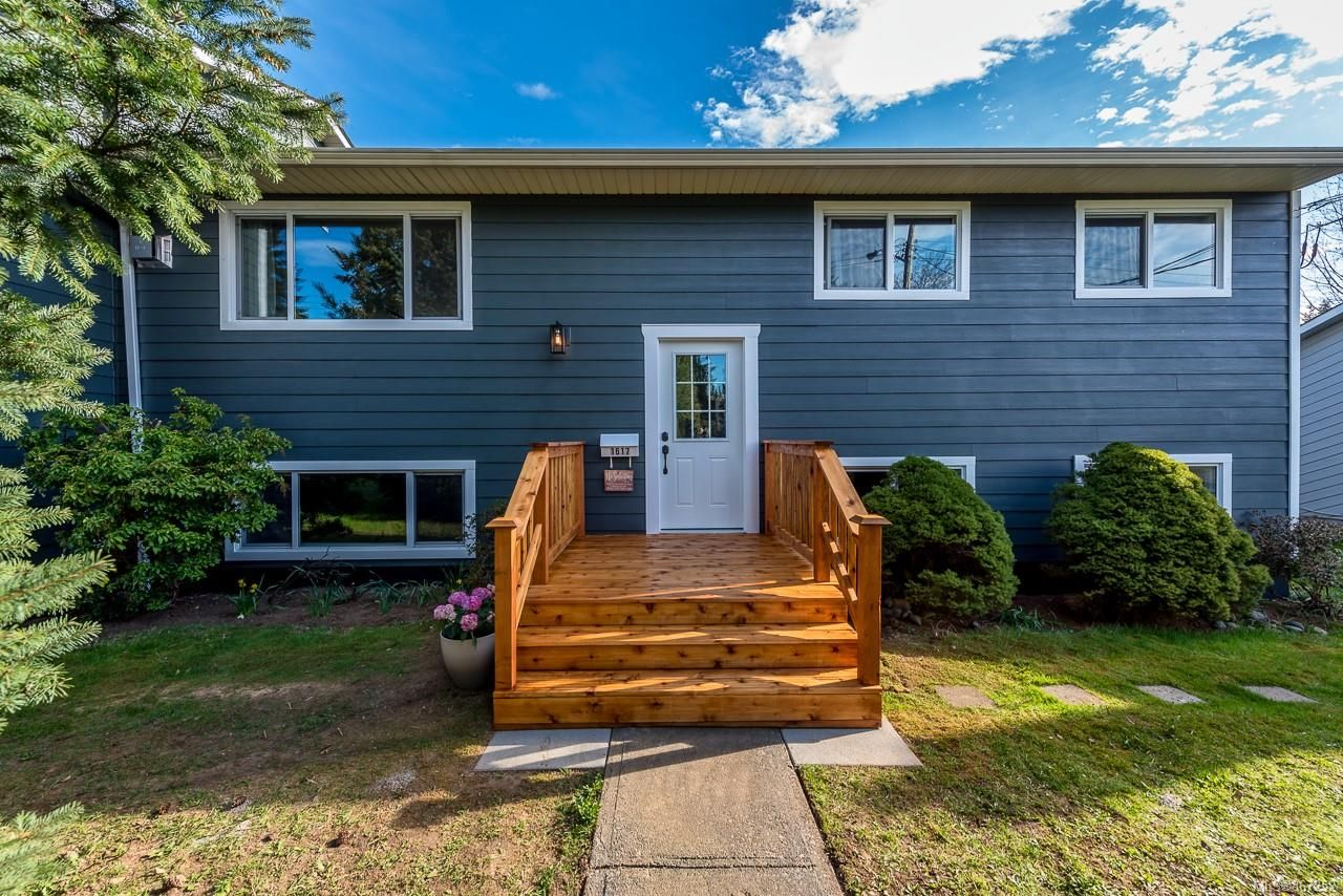 Main Photo: 1617 Maquinna Ave in : CV Comox (Town of) House for sale (Comox Valley)  : MLS®# 867252