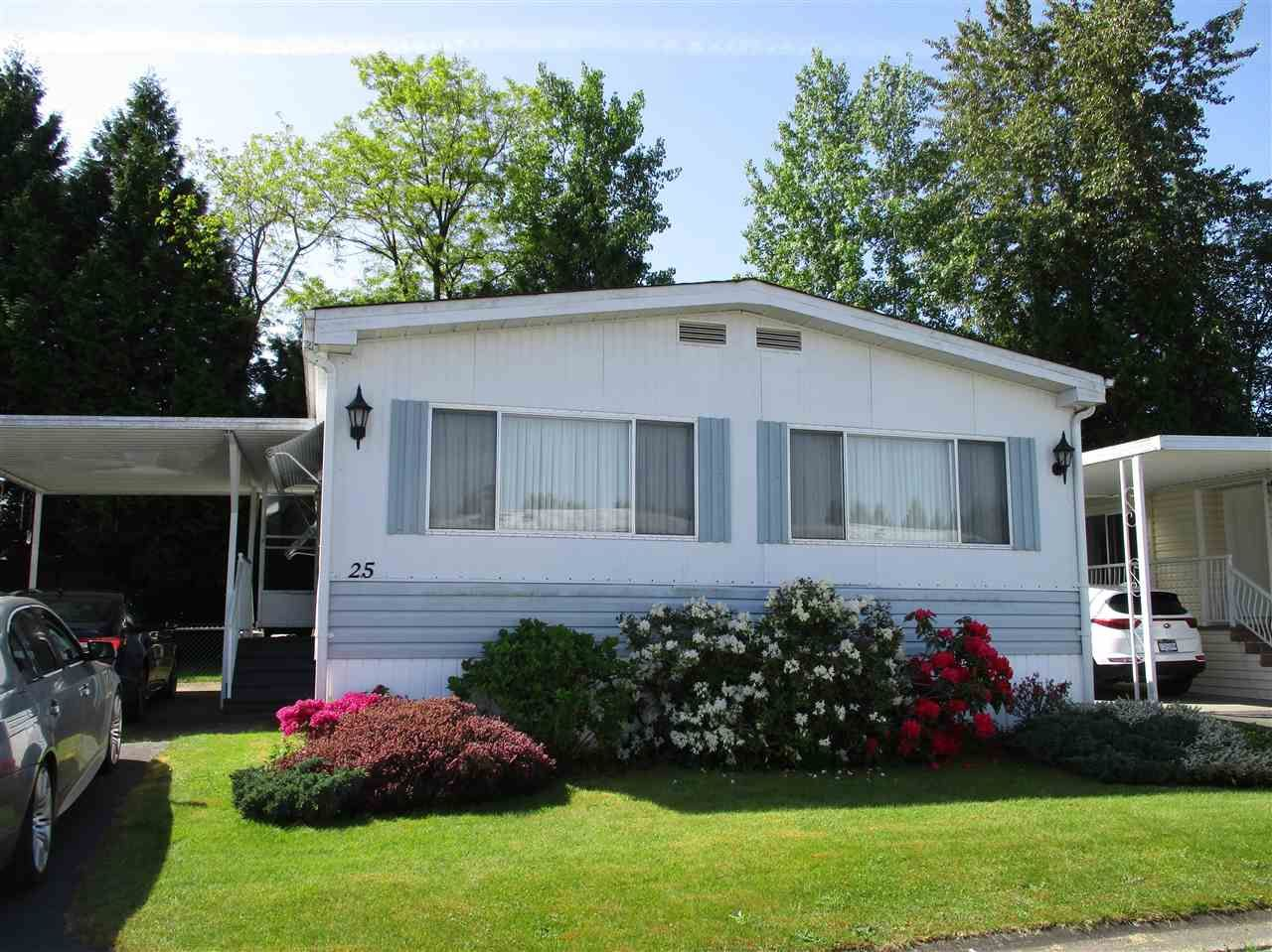 """Main Photo: 25 13507 81 Avenue in Surrey: Queen Mary Park Surrey Manufactured Home for sale in """"Park Boulevard Estates"""" : MLS®# R2583115"""