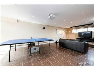 Photo 8: 73 Laurel Ridge Drive in Winnipeg: River Heights / Tuxedo / Linden Woods Single Family Detached for sale (South Winnipeg)  : MLS®# 1511713