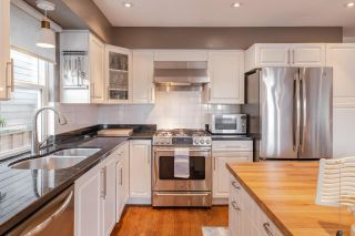 Photo 3: 343 E 6TH Street in North Vancouver: Lower Lonsdale 1/2 Duplex for sale : MLS®# R2547318