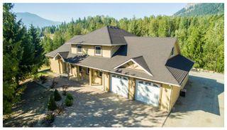 Photo 1: 1575 Recline Ridge Road in Tappen: Recline Ridge House for sale : MLS®# 10180214