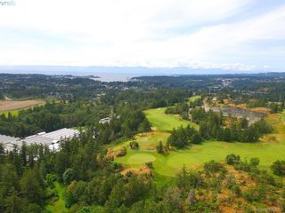 Photo 3: 1716 Woodsend Dr in VICTORIA: SW Granville House for sale (Saanich West)  : MLS®# 805881