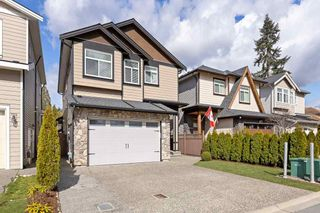 Photo 2: 2481 GLENWOOD Avenue in Port Coquitlam: Woodland Acres PQ House for sale : MLS®# R2573101