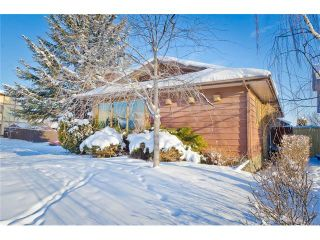 Photo 2: 203 SHAWCLIFFE Circle SW in Calgary: Shawnessy House for sale : MLS®# C4089636