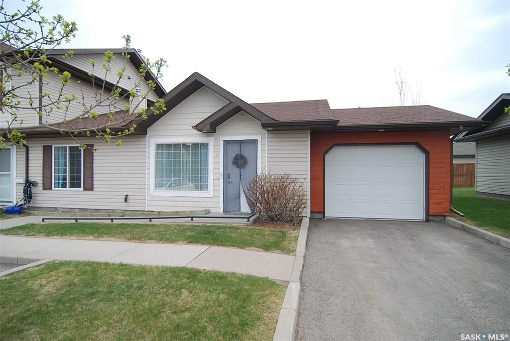 Main Photo: 4 135 Keedwell Street in Saskatoon: Willowgrove Residential for sale : MLS®# SK848981