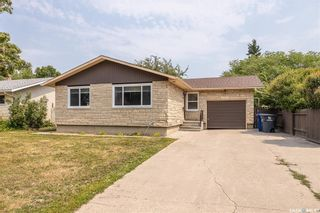 Photo 1: 635 ACADIA Drive in Saskatoon: West College Park Residential for sale : MLS®# SK864203