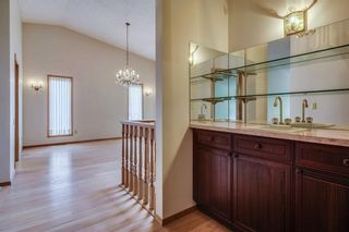 Photo 7: 52 WOODMEADOW Close SW in Calgary: Woodlands Semi Detached for sale : MLS®# C4259772