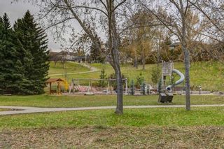 Photo 2: 907 31 Avenue NW in Calgary: Cambrian Heights Detached for sale : MLS®# A1095749