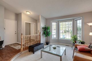 Photo 2: 53 Wood Valley Road SW in Calgary: Woodbine Detached for sale : MLS®# A1111055