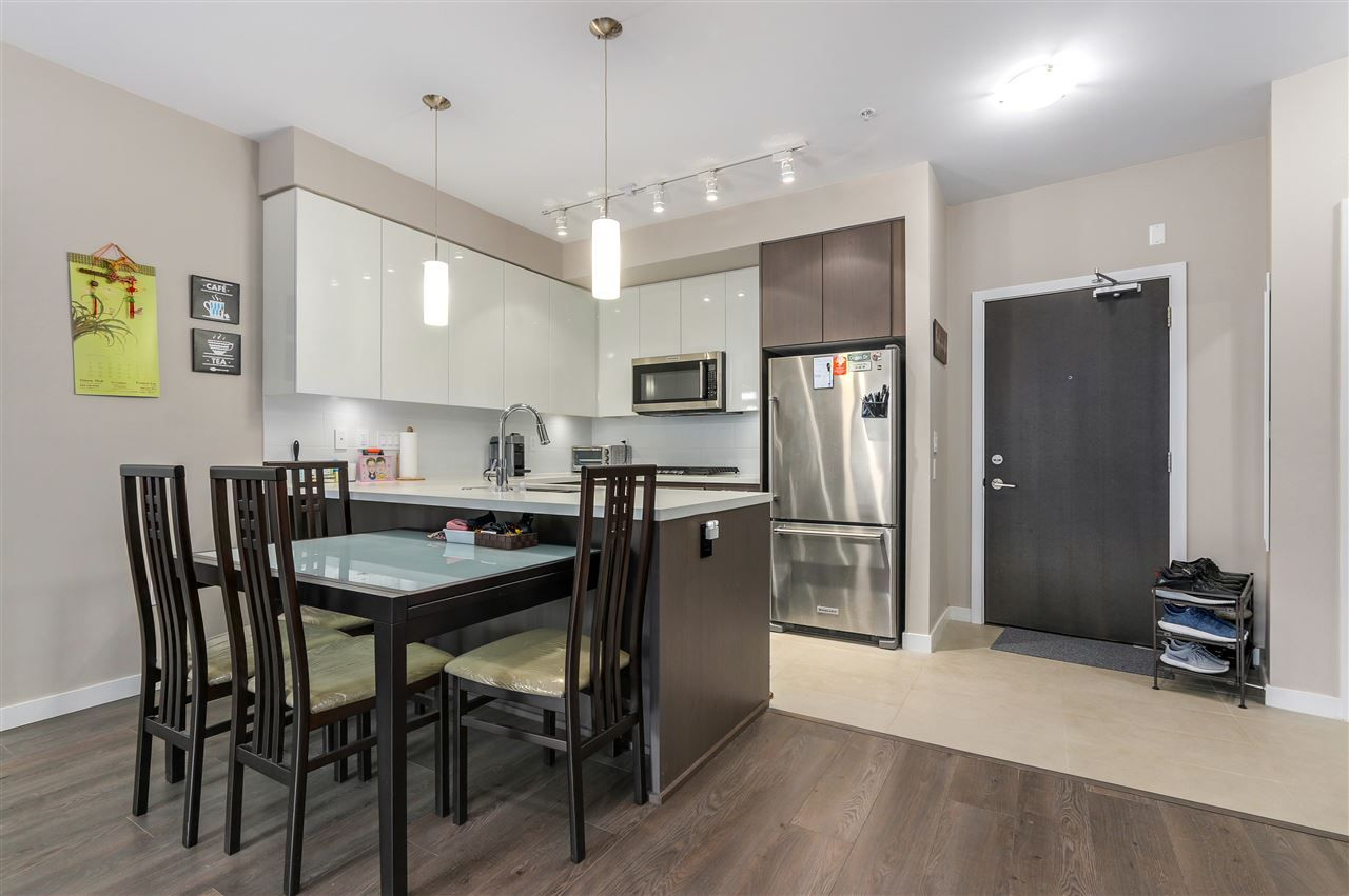 """Main Photo: 208 20 E ROYAL Avenue in New Westminster: Fraserview NW Condo for sale in """"LOOKOUT"""" : MLS®# R2537141"""
