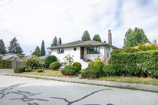Photo 2: 1553 SUTHERLAND Avenue in North Vancouver: Boulevard House for sale : MLS®# R2497342