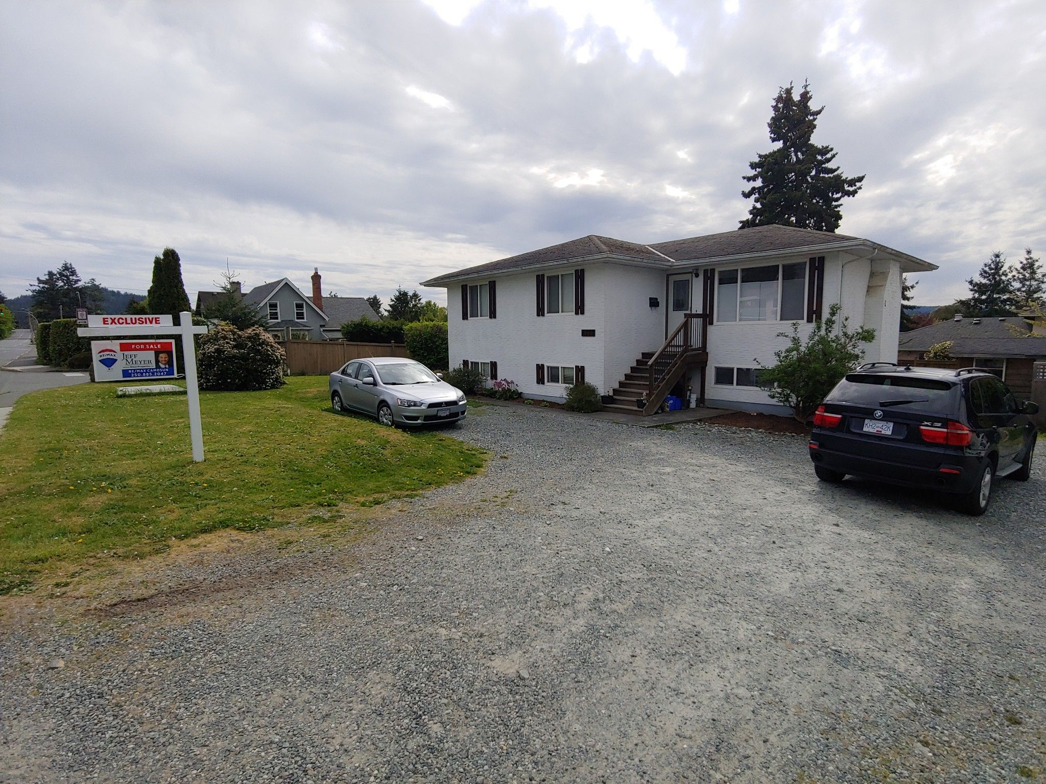 Main Photo: 6778 CENTRAL SAANICH RD (Off) Rd in Victoria: House for sale (Central Saanich)