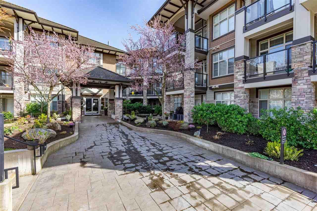 "Main Photo: 308 15195 36 Avenue in Surrey: Morgan Creek Condo for sale in ""Edgewater"" (South Surrey White Rock)  : MLS®# R2561524"