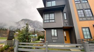 Photo 2: 1387 MARINASIDE Place in Squamish: Downtown SQ Townhouse for sale : MLS®# R2554661