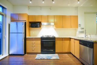 Photo 6: 20 301 KLAHANIE Drive in Port Moody: Port Moody Centre Townhouse for sale : MLS®# R2032725