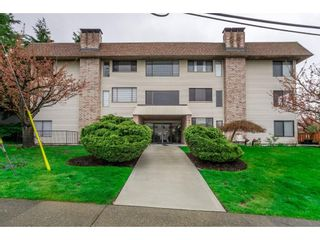 """Photo 1: 303 1410 BLACKWOOD Street: White Rock Condo for sale in """"CHELSEA HOUSE"""" (South Surrey White Rock)  : MLS®# R2257779"""