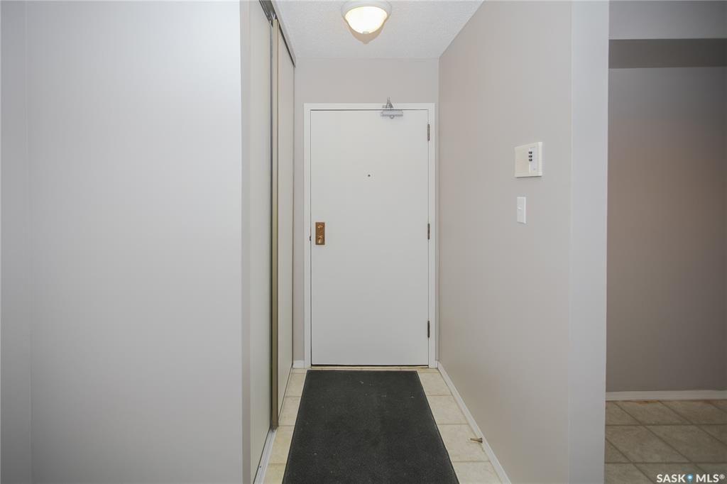 Photo 2: Photos: 101 411 Tait Court in Saskatoon: Wildwood Residential for sale : MLS®# SK834232