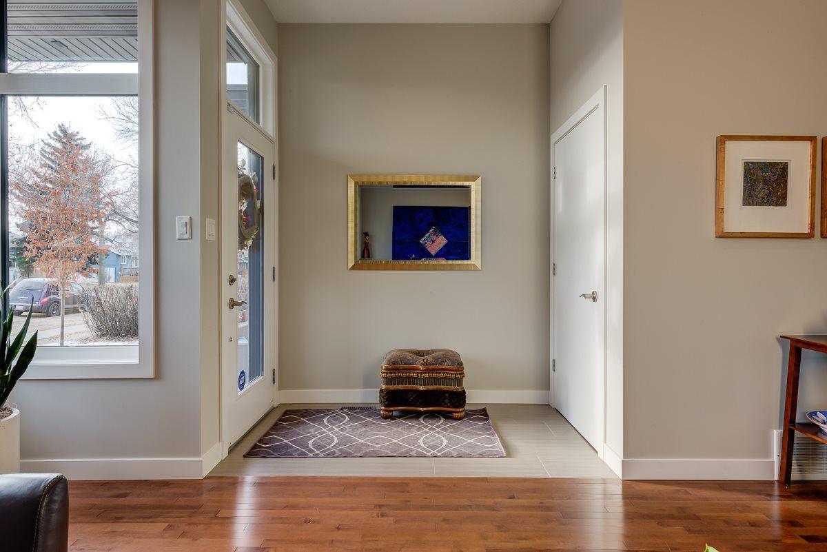 Photo 3: Photos: 11046 131 Street in Edmonton: Zone 07 House for sale : MLS®# E4235599