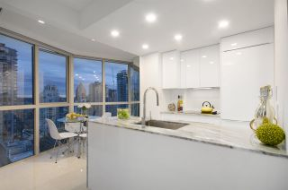 """Photo 9: 1907 1188 HOWE Street in Vancouver: Downtown VW Condo for sale in """"1188 Howe"""" (Vancouver West)  : MLS®# R2132666"""