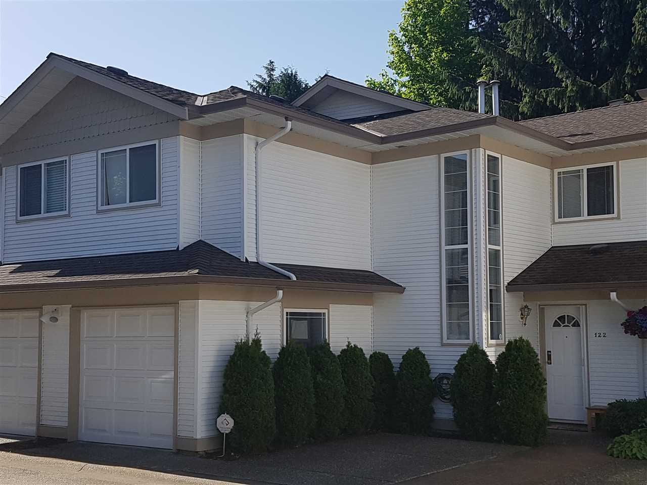 """Main Photo: 122 16233 82ND Avenue in Surrey: Fleetwood Tynehead Townhouse for sale in """"The Orchard"""" : MLS®# R2174278"""