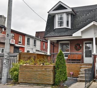 Photo 1: 1 Delaney Crescent in Toronto: Little Portugal House (2-Storey) for sale (Toronto C01)  : MLS®# C4312755