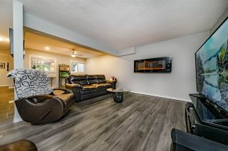 """Photo 2: 978 BIRCHBROOK Place in Coquitlam: Meadow Brook 1/2 Duplex for sale in """"MEADOWBROOK"""" : MLS®# R2402424"""
