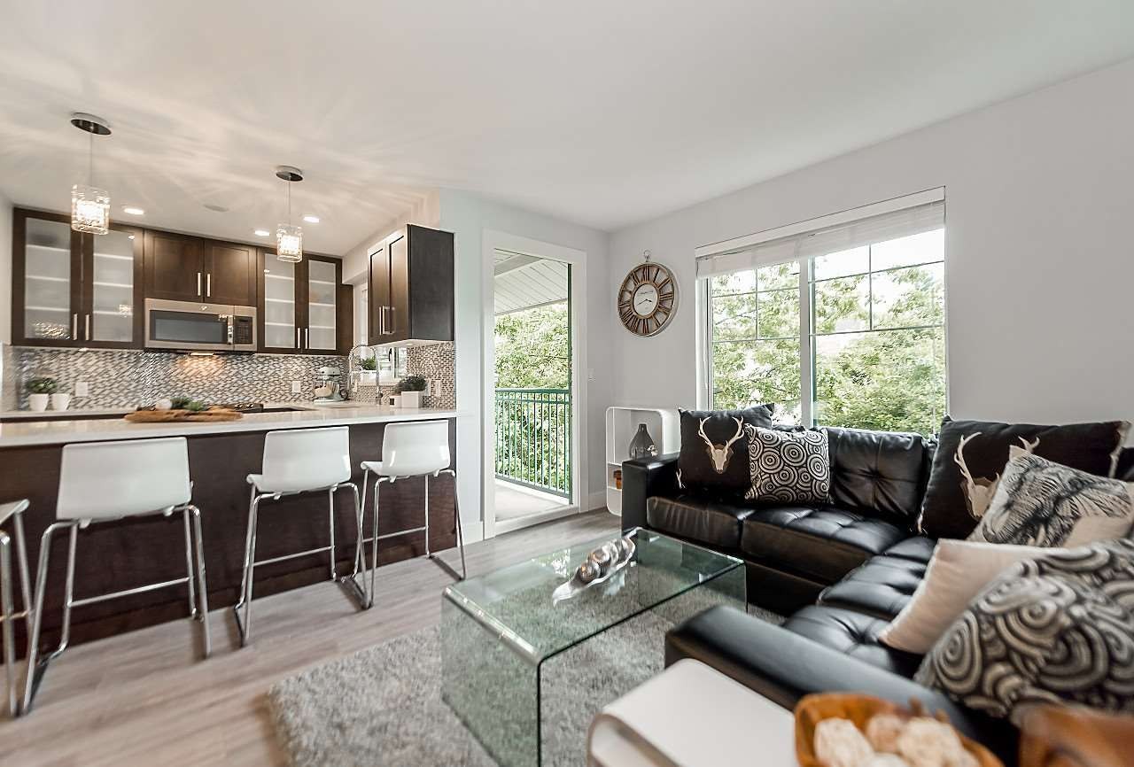"""Main Photo: 301 929 W 16TH Avenue in Vancouver: Fairview VW Condo for sale in """"OAKVIEW GARDENS"""" (Vancouver West)  : MLS®# R2177994"""