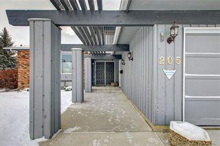 Photo 3: 205 OAKCHURCH Bay SW in Calgary: Oakridge Detached for sale : MLS®# C4225694