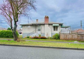 Photo 1: 7320 INVERNESS Street in Vancouver: South Vancouver House for sale (Vancouver East)  : MLS®# R2429721