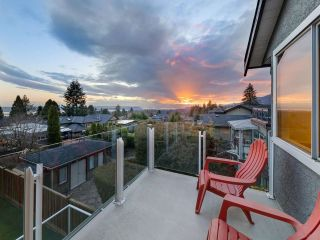 Photo 3: 167 W ST. JAMES Road in North Vancouver: Upper Lonsdale House for sale : MLS®# R2551883