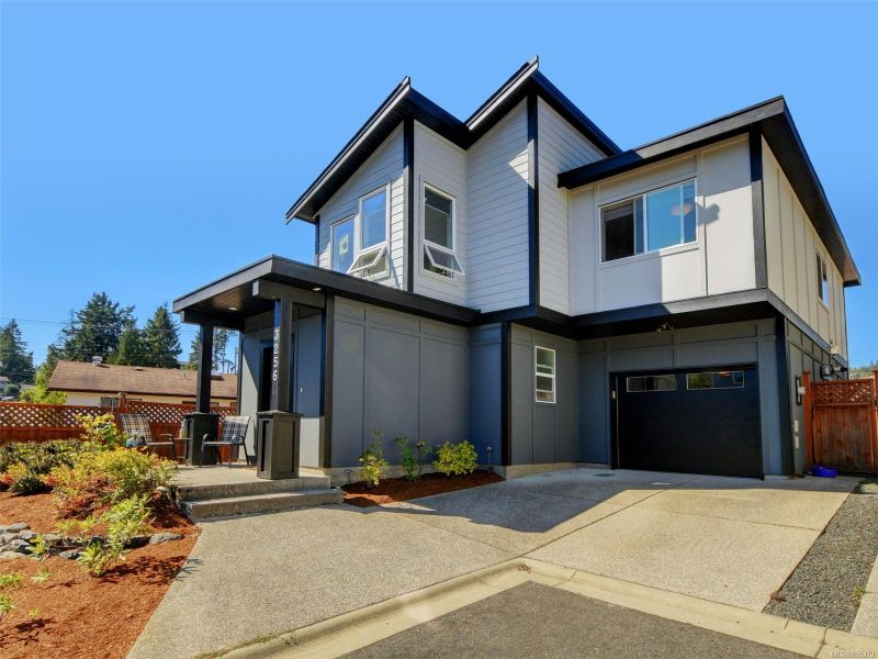 FEATURED LISTING: 3256 Navy Crt