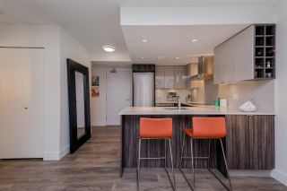 """Photo 5: 1409 1788 COLUMBIA Street in Vancouver: False Creek Condo for sale in """"Epic at West"""" (Vancouver West)  : MLS®# R2392931"""
