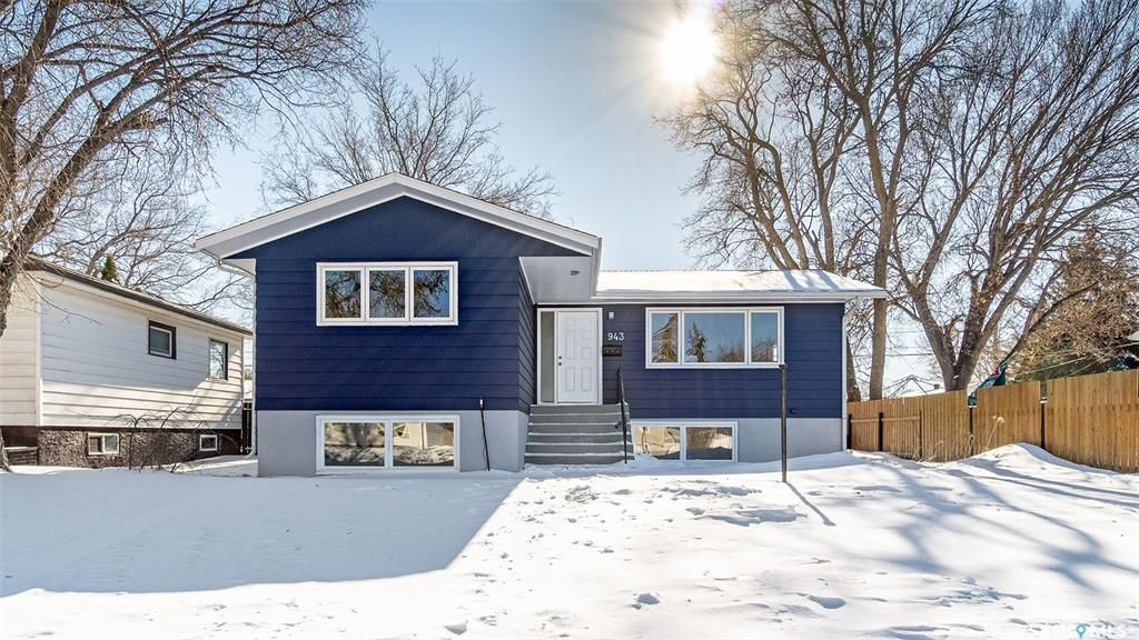 Main Photo: 943 Vaughan Street West in Moose Jaw: Westmount/Elsom Residential for sale : MLS®# SK841971