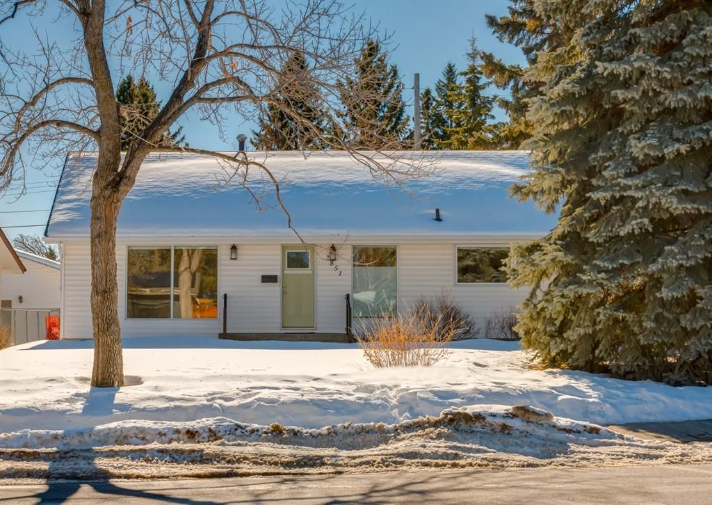 Main Photo: 2851 63 Avenue SW in Calgary: Lakeview Detached for sale : MLS®# A1074382