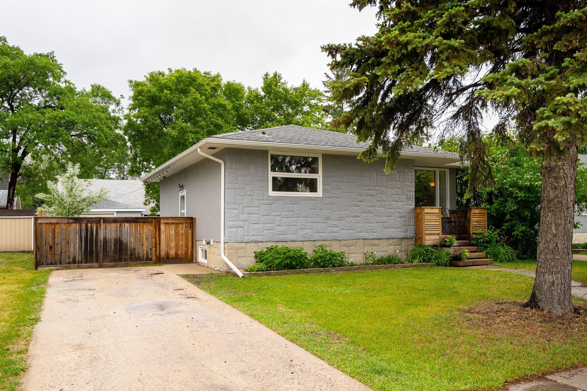 Main Photo: 131 Bank Avenue in Winnipeg: St Vital House for sale (2D)  : MLS®# 202114506