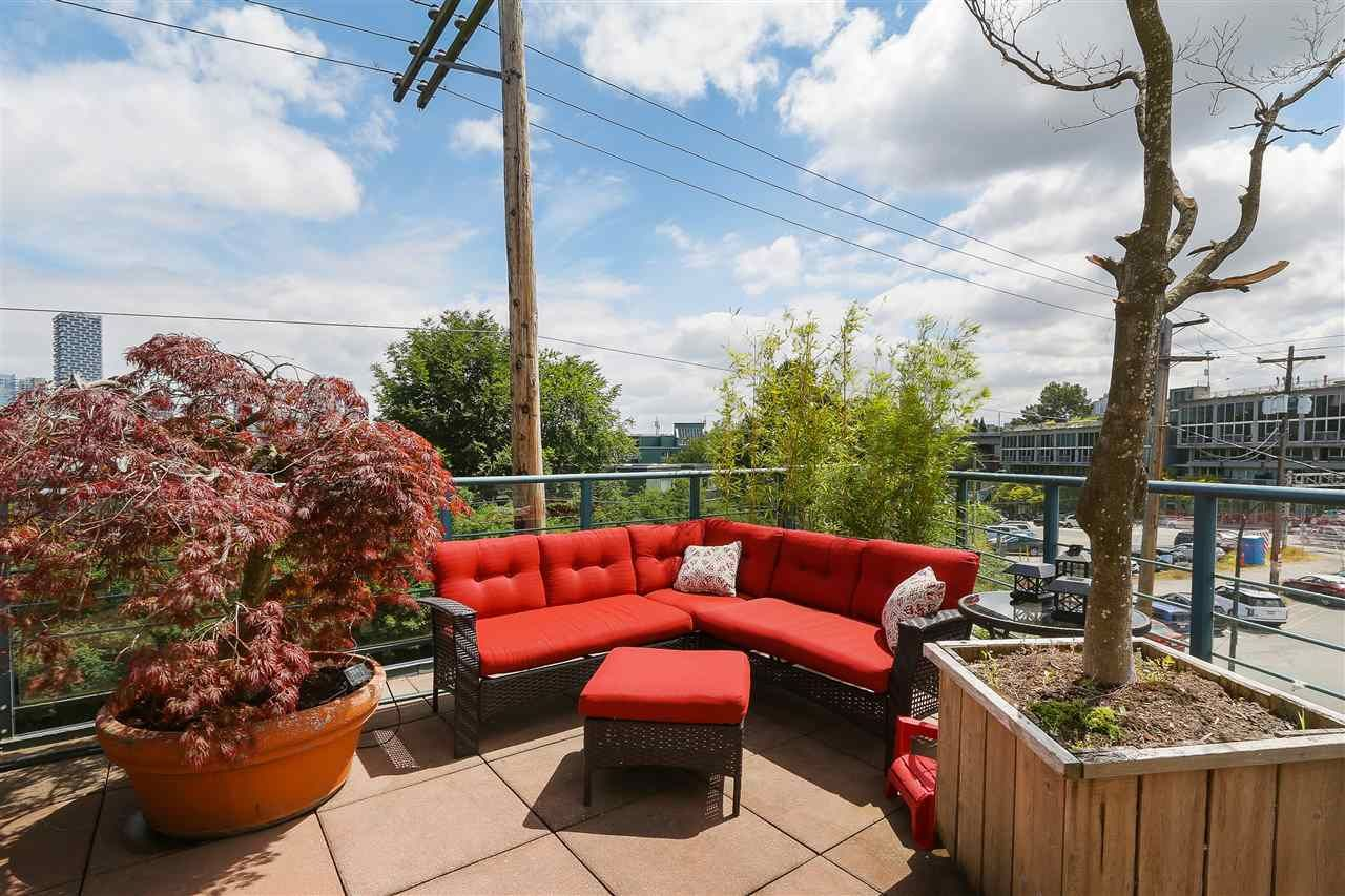 """Photo 18: Photos: 301 1630 W 1ST Avenue in Vancouver: False Creek Condo for sale in """"THE GALLERIA"""" (Vancouver West)  : MLS®# R2383041"""