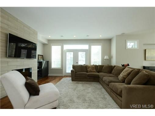 Photo 4: Photos: 1001 Arngask Ave in VICTORIA: La Bear Mountain House for sale (Langford)  : MLS®# 728828