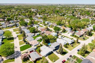 Photo 2: 194 Whitegates Crescent in Winnipeg: Westwood Residential for sale (5G)  : MLS®# 202113128
