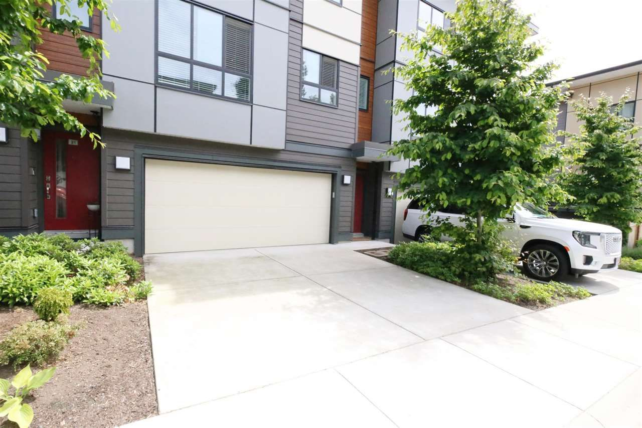 """Photo 1: Photos: 30 1938 NORTH PARALLEL Road in Abbotsford: Abbotsford East Townhouse for sale in """"PARALLEL SOUTH"""" : MLS®# R2589930"""