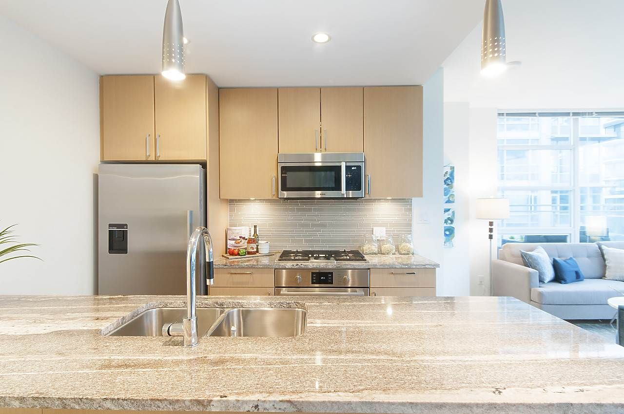 """Photo 7: Photos: 1101 88 W 1ST Avenue in Vancouver: False Creek Condo for sale in """"THE ONE"""" (Vancouver West)  : MLS®# R2234746"""