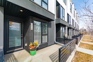 Photo 2: 7022 34 Avenue NW in Calgary: Bowness Row/Townhouse for sale : MLS®# A1087366