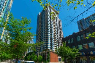 """Photo 2: 2208 928 HOMER Street in Vancouver: Yaletown Condo for sale in """"Yaletown Park"""" (Vancouver West)  : MLS®# R2373790"""