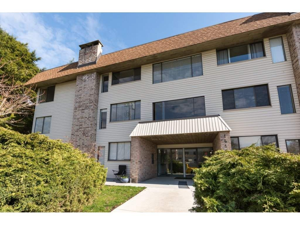 """Main Photo: 301 1410 BLACKWOOD Street: White Rock Condo for sale in """"Chelsea House"""" (South Surrey White Rock)  : MLS®# R2248736"""