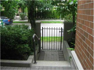 """Photo 1: 112 2181 W 12TH Avenue in Vancouver: Kitsilano Condo for sale in """"The Carlings"""" (Vancouver West)  : MLS®# V901952"""