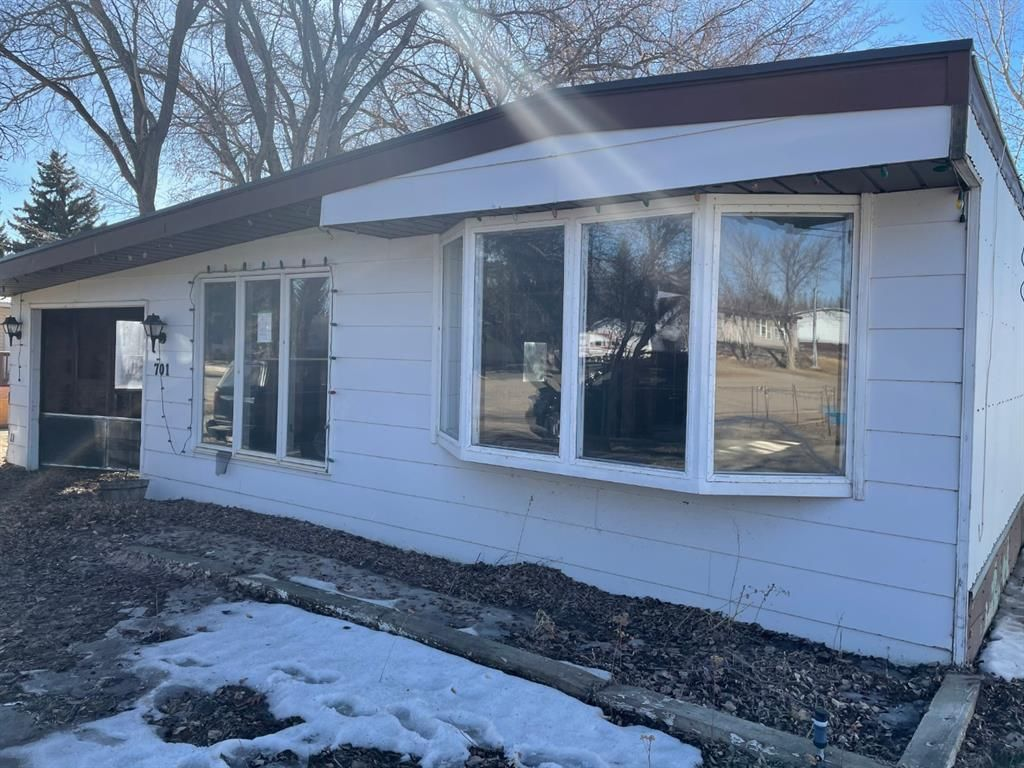 Main Photo: 701 Main Street in Milk River: NONE Residential for sale : MLS®# A1084536