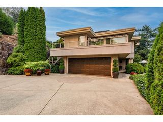 """Photo 1: 2249 MOUNTAIN Drive in Abbotsford: Abbotsford East House for sale in """"Mountain Village"""" : MLS®# R2609681"""